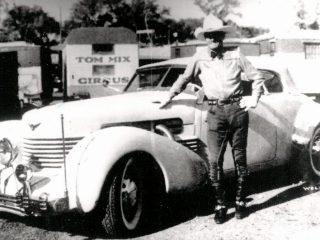 Western star Tom Mix killed in car crash (1940)