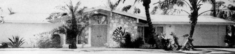 Wide front street view - Vintage sixties Scholz Mark 60 house