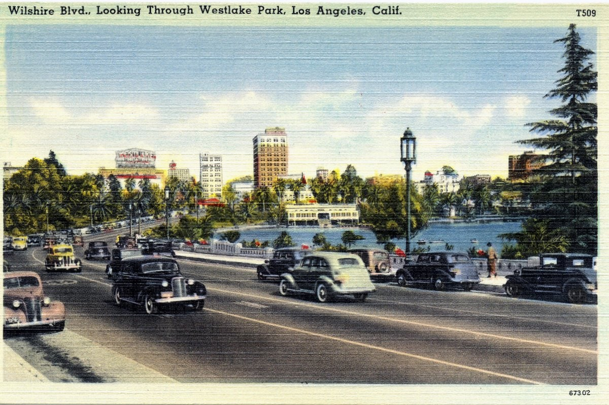 Wilshire Blvd, Los Angeles - Vintage postcard from 1930s-1940s
