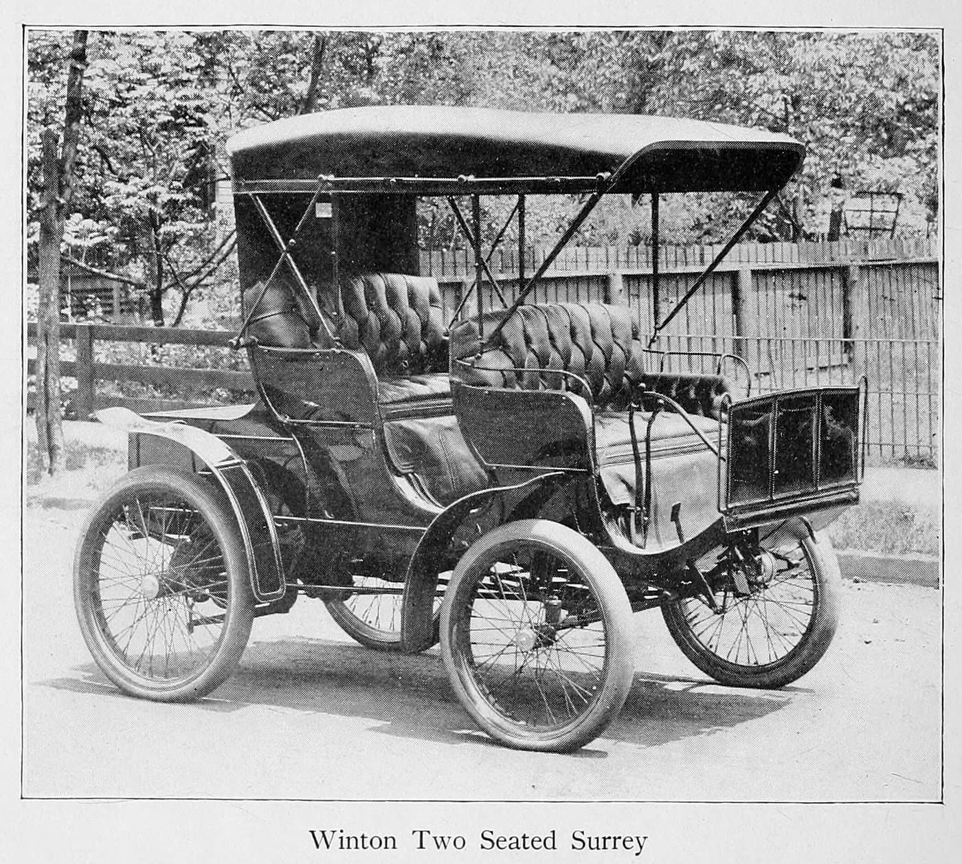 Winton two seated Surrey (1900)
