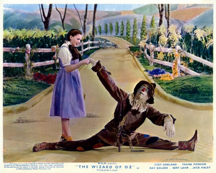 Wizard of Oz press kit - Dorothy and Scarecrow - Behind the scenes of The Wizard of Oz
