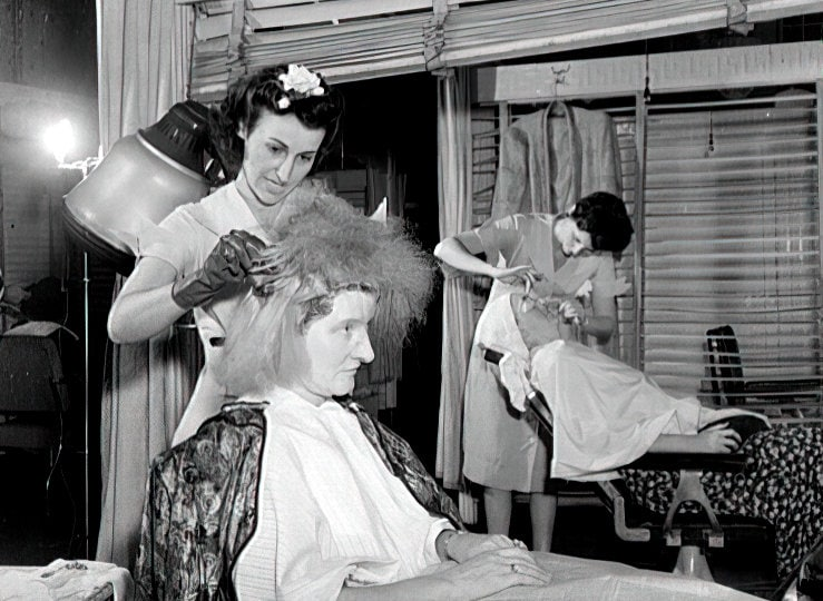 Woman at a 1940s NYC beauty salon getting her hair colored