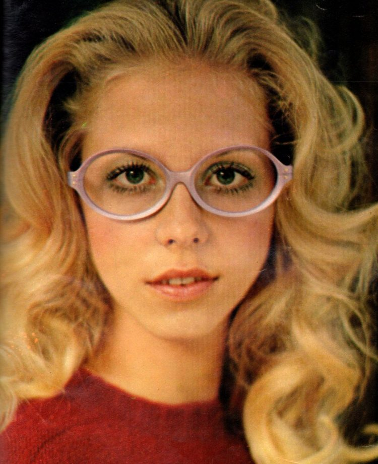 Woman with glasses from the 70s