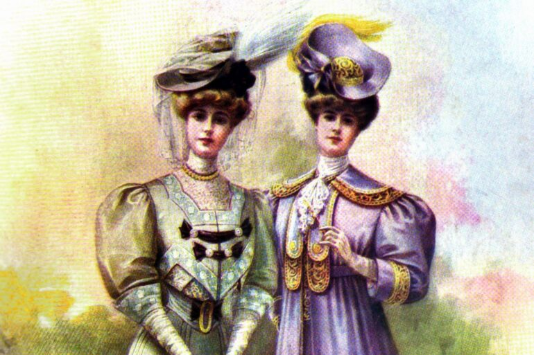 Women dressed up from 1905
