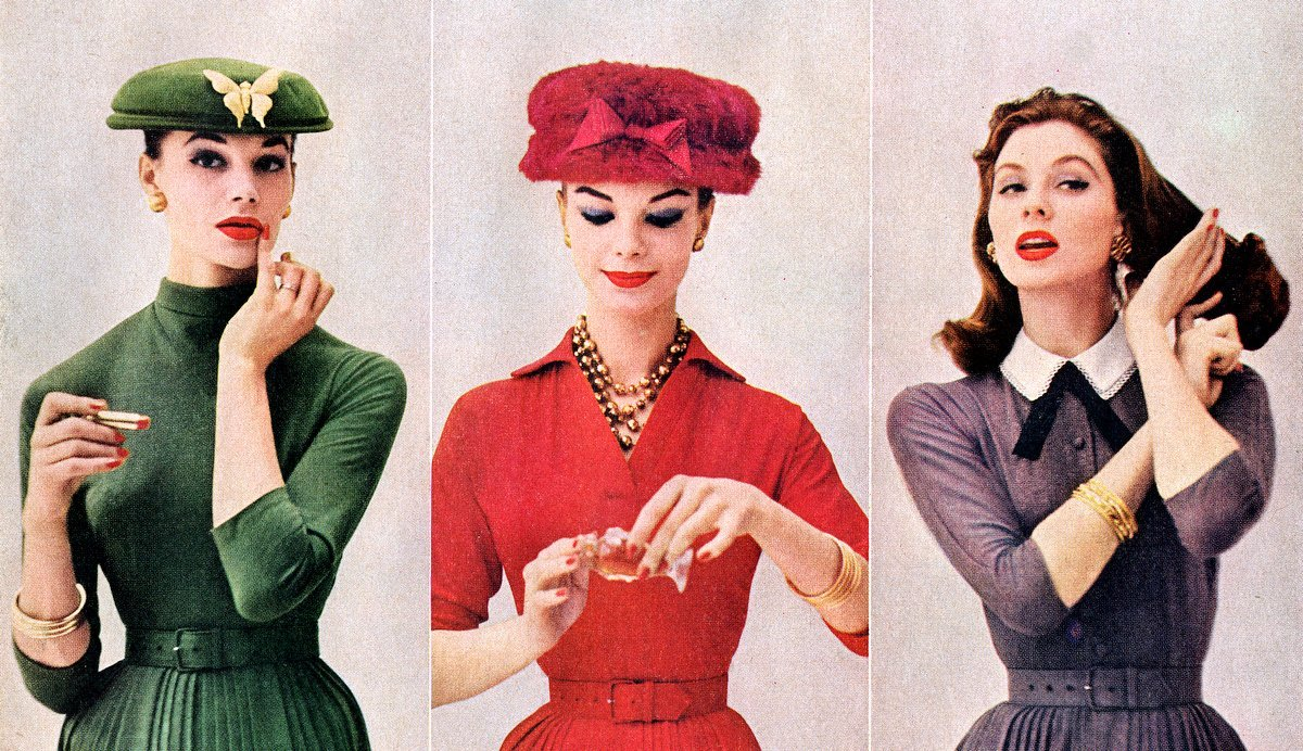 Women putting on makeup from the fifties - 1956