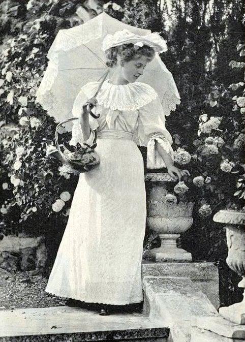 Women with antique parasols (4)