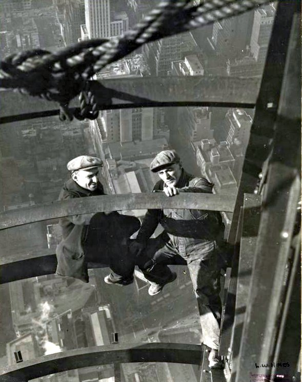 Worker construction of the Empire State Building in New York - Dangerous 1931 (12)