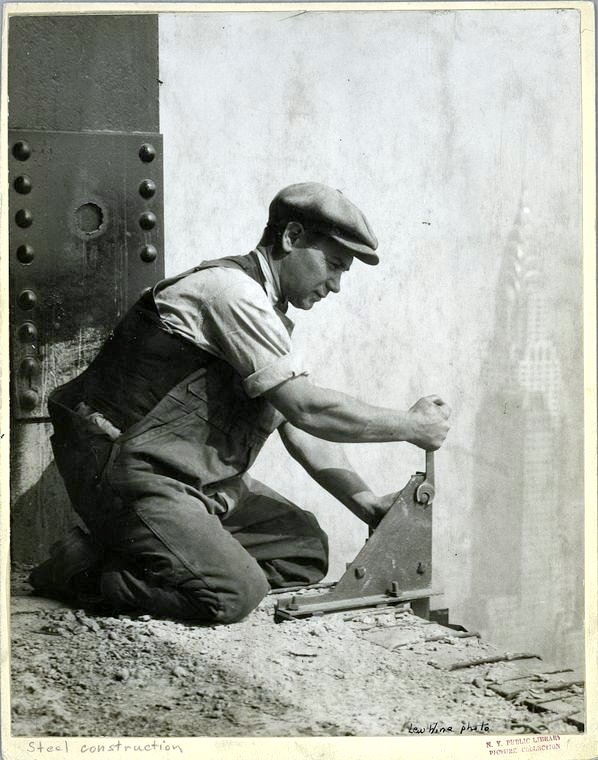 Worker construction of the Empire State Building in New York - Dangerous 1931 (17)