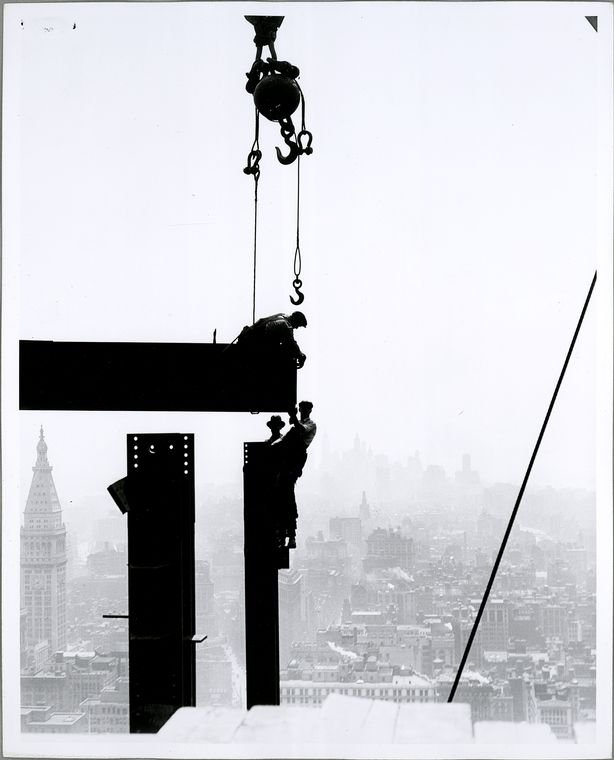 Construction of the Empire State Building in New York (1931)