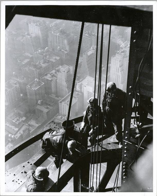 Worker construction of the Empire State Building in New York - Dangerous 1931 (8)