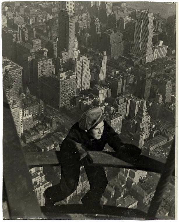 Worker construction of the Empire State Building in New York - Dangerous 1931 (9)