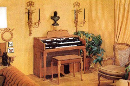 Wurlitzer 4300 organ - French Provincial in rich cherry wood