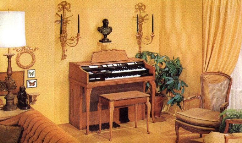 Wurlitzer 4300 organ - French Provincial in rich cherry wood