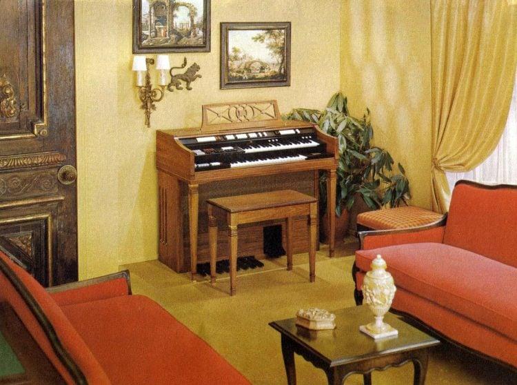 Wurlitzer 4300 organ - Italian Provincial model in warm walnut wood