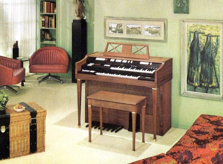 Wurlitzer 4300 organ - Scandinavian in oiled walnut
