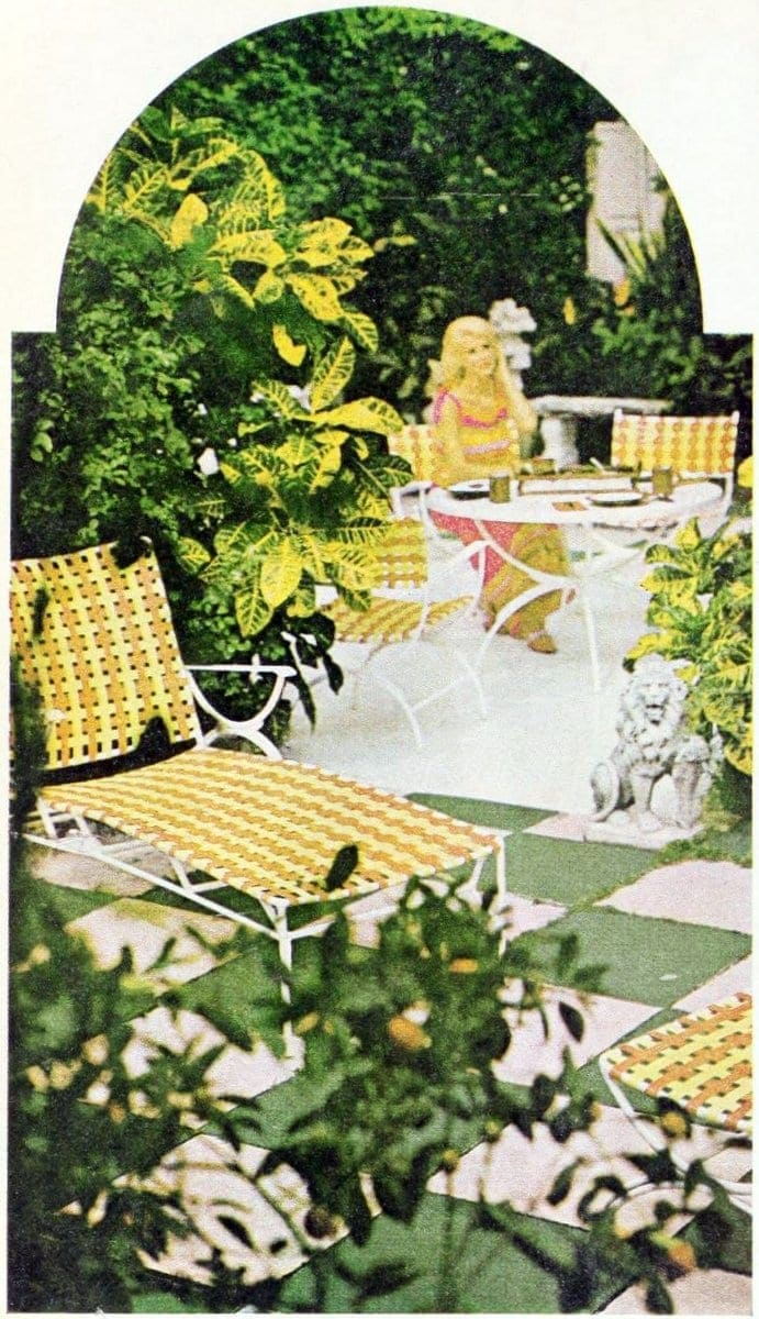 Yellow and white backyard chaise longue - chaise lounge - 1966