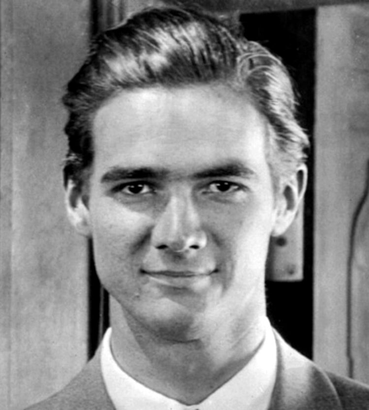 Young Howard Hughes Hollywood's secret heartbreaker (1942)