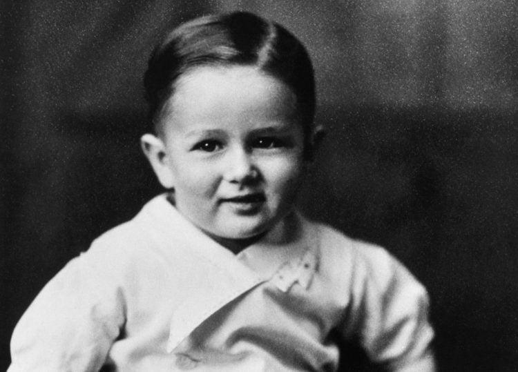 Young James Dean as a toddler (2)