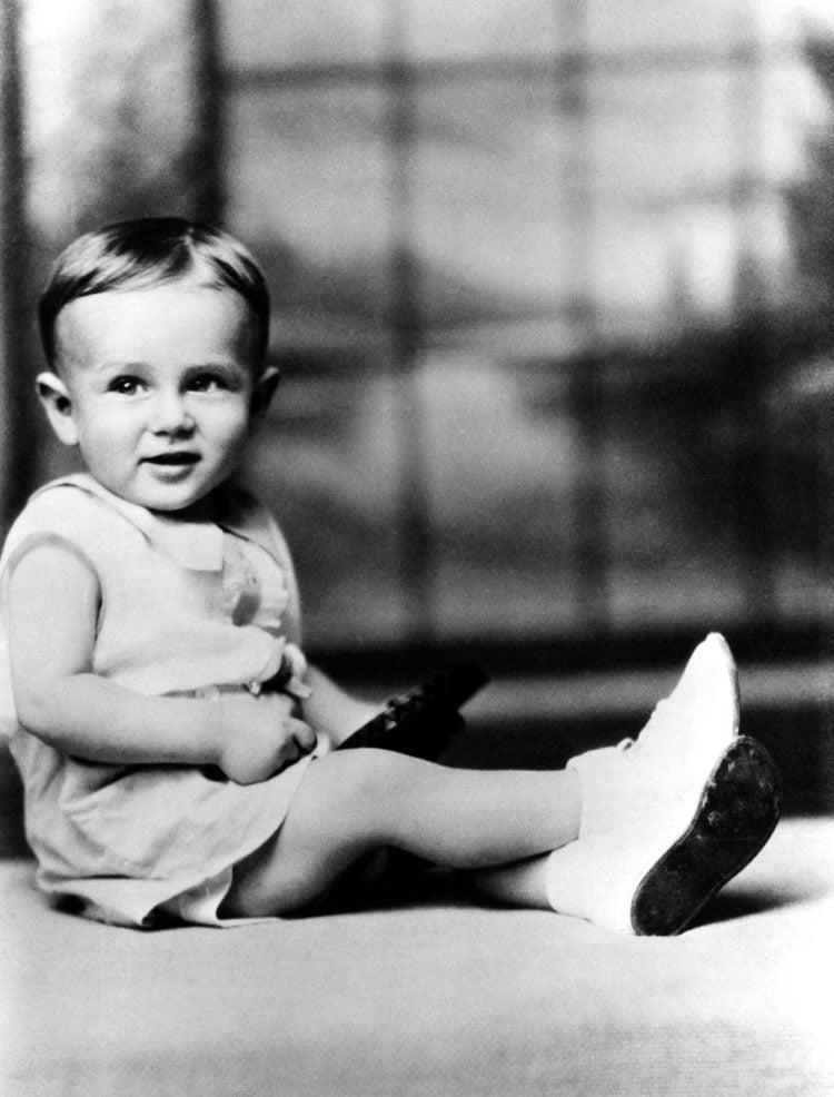 Young James Dean as a toddler (3)