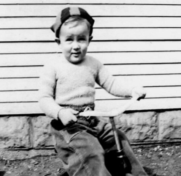 Young James Dean as a toddler (4)