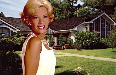 See singer/TV star Dinah Shore's Beverly Hills home – including her living room, kitchen & guest house