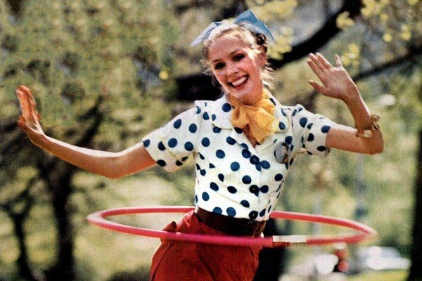 The '50s Hula Hoop fad gets millions twirling & whirling – plus tips on how to hoop