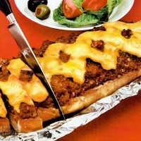 Vintage dinnertime: 3 ways to make supper on a bread slice, aka meatloaf on French bread (1960)