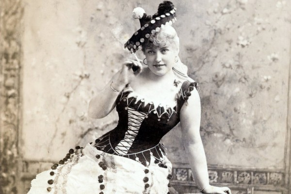 Victorian corsets: What they were like & how women used to wear them