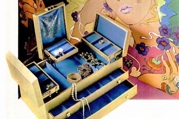 Peek inside vintage jewelry boxes, including some with spinning ballerinas & wind-up music