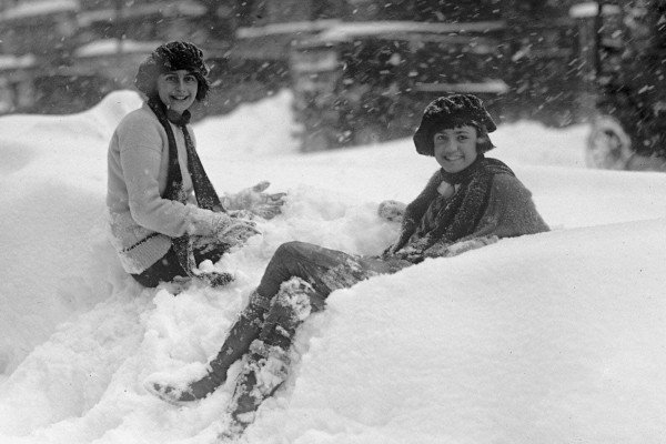 Snowy street scenes from Washington DC's huge blizzard in 1922