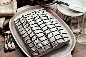 A retro chocolate & vanilla pretty party cake (1982)