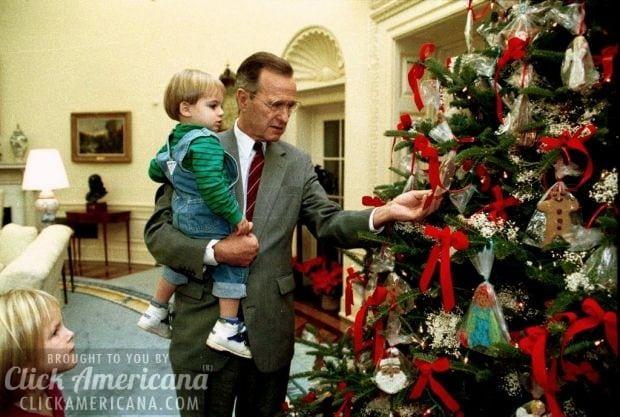 bush-grandson-walker-christmas-tree-1991