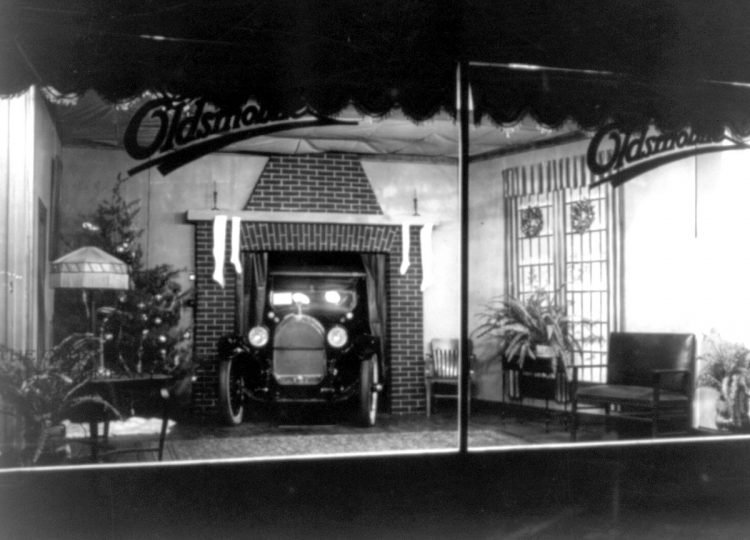 c1921-Christmas window display at an unidentified Oldsmobile dealer's, probably in Washington, D.C.