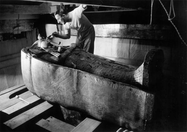 Howard Carter dusting off King Tut