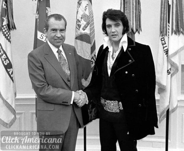 Elvis meets with Nixon at the White House (1970)