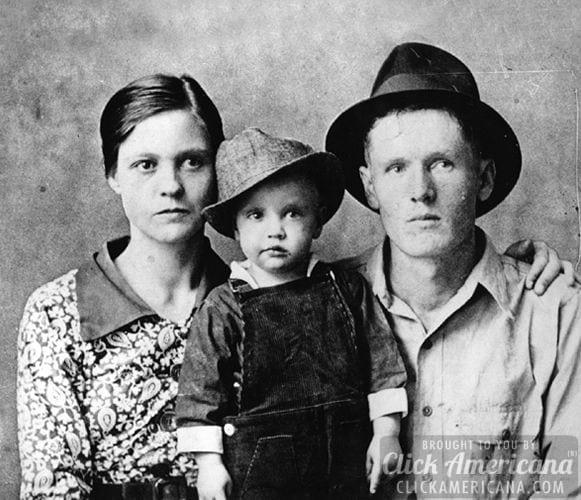 elvis-presley-family-parents-1937