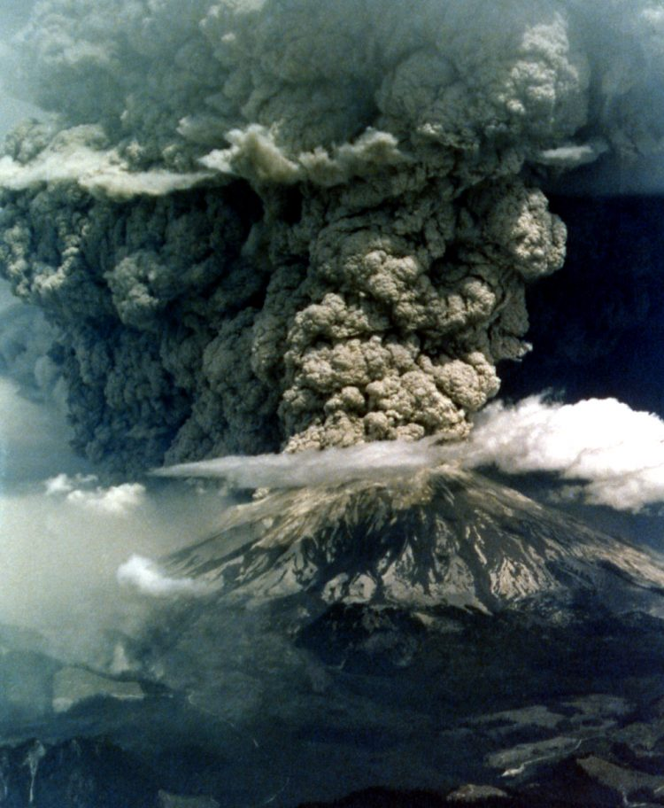 Great eruption of Mt St Helens, 2 PM, May 18, 1980 Oman/Combs 1980