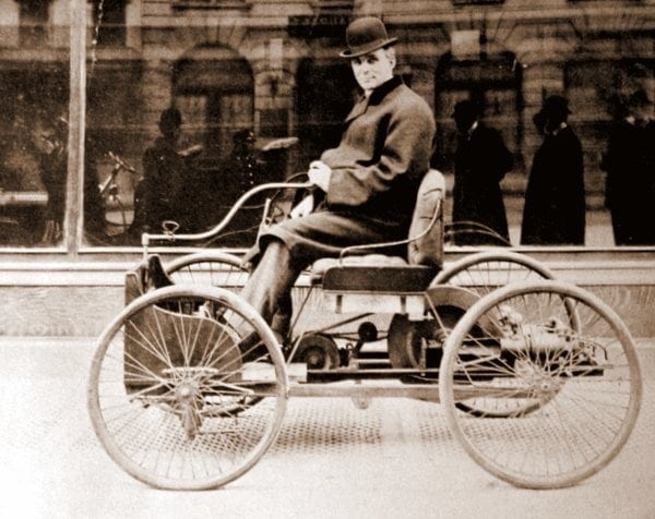 Does Henry Ford drive a Ford? (1915)