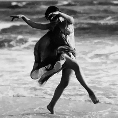 Isadora Duncan killed in bizarre accident (1927)