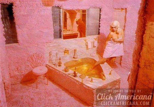 Vintage pink bathrooms:Jayne Mansfield's Pink Palace bathroom
