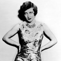 Young Joan Crawford strikes a pose (1928)