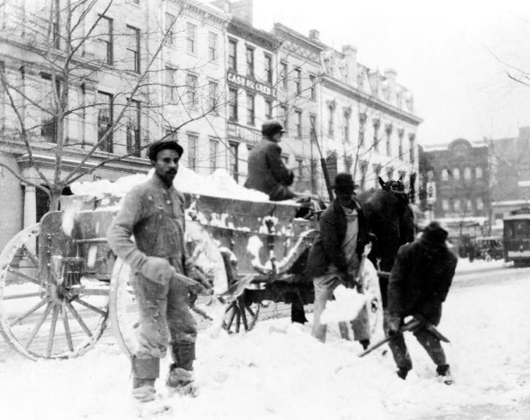 Loading snow onto carts in Washington DC (c1909)