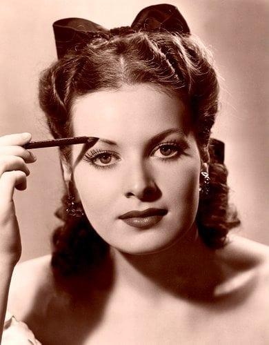 Graduates: Plan makeup with care (1939)