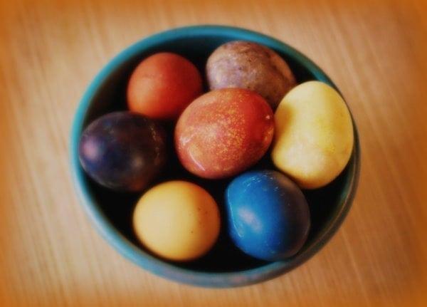 Vintage natural egg dyeing methods (1917)
