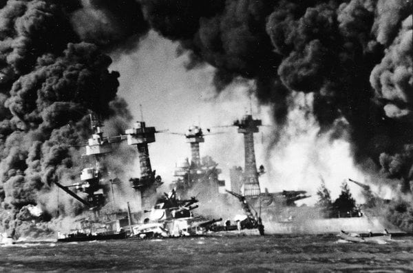 Writer tells story of attack on Pearl Harbor (1941)