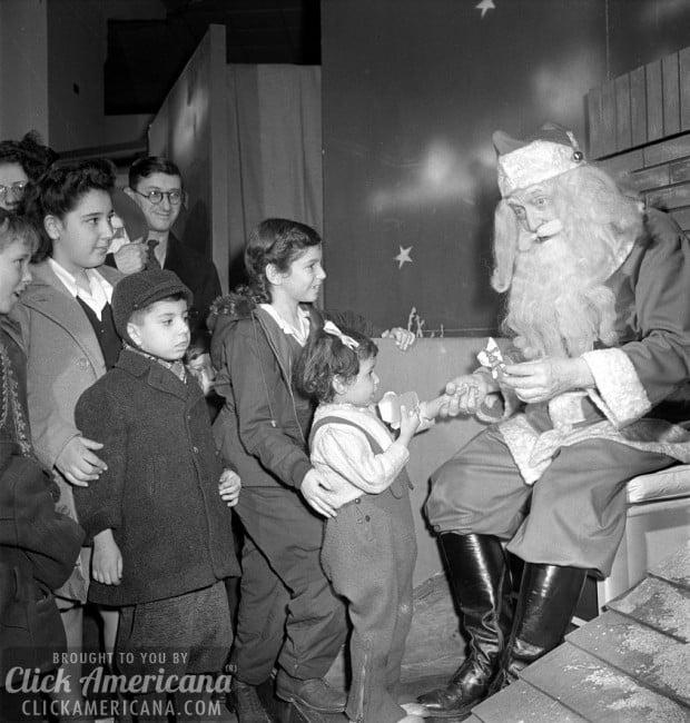 santa-at-macys-1942b