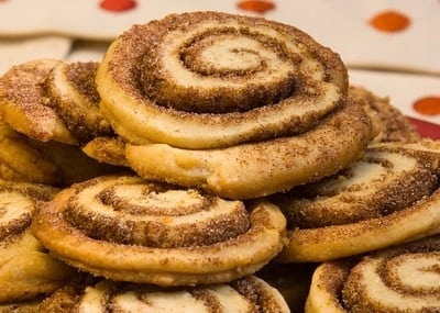 Cinnamon buns & currant ring recipes (1919)