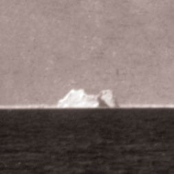 "Titanic hit ""growler"" iceberg (1912)"
