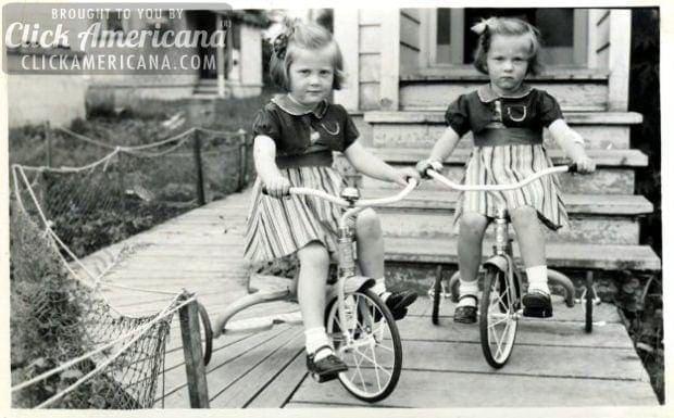 twin-girls-on-trikes-1940