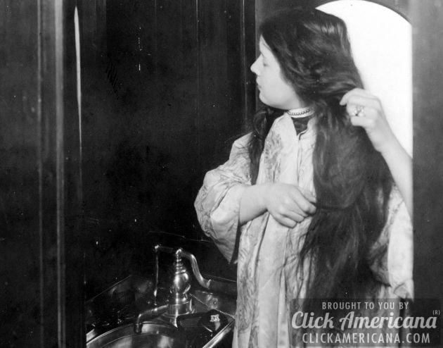 vintage-photo-Woman combing her hair in railroad car